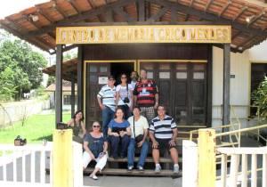 Em Xapuri, a diretoria do Sindicato de Jornalistas do Estado do Rio de Janeiro no Centro de Memória Chico Mendes que reúne diplomas, medalhas, objetos e fotos. (Foto: Dulce Tupy)