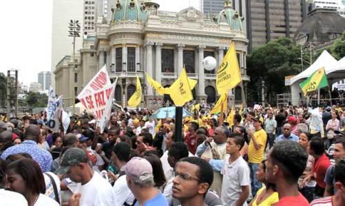 """""""Veta Dilma"""" protesta contra a nova lei dos royalties do petróleo"""
