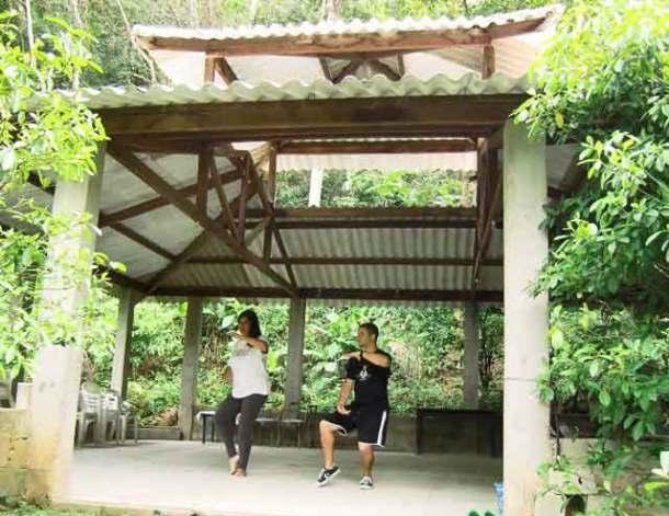O professor Marcelo praticando a arte do tai chi chuan em harmonia com a natureza.