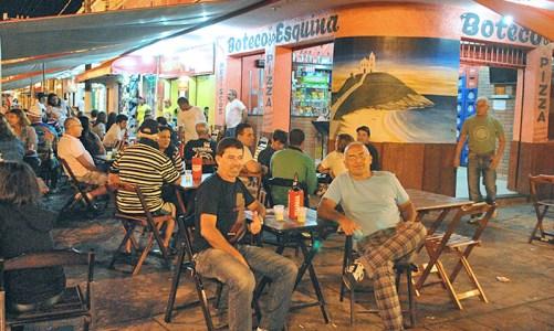Um tour pela night em Saquarema
