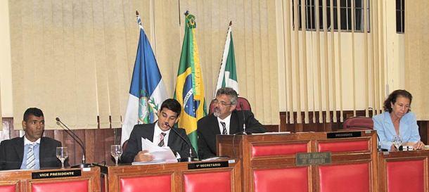A nova Mesa Diretora da Câmara Municipal: Vanildo Kilinho,  vice-presidente, Guilherme Pitiquinho, 1° secretário, Paulo Renato,  presidente e Maria de Fátima Taeta, 2ª secretária.