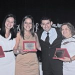 Roger Gomes concedeu à Alessandra Nunes Bravo, neta da professora Luiza Bastos Nunes, Cristiane Ferreira e Márcia Santos