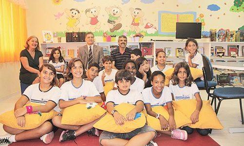 Vereadores visitam Sala de Leitura de escola em Barra Nova