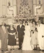Casamento de Simeão e Elzira,  tendo ao lado esquerdo os pais, Lucio Nunes e Polidoria e do lado direito Laura e Gentil Mendonça (Acervo LÚcio Nunes)