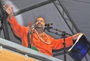O cantor Arlindo Cruz deu início às comemorações com show na Praça do Coração