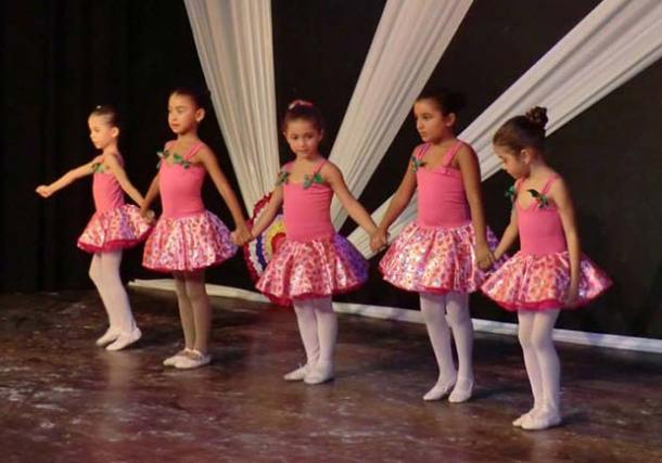 As pequenas bailarinas encantaram a plateia do espetáculo Lembranças (fotos: Divulgação)