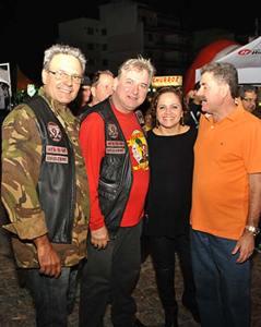 O ex-prefeito Dalton Borges, o ex-vereador e presidente do Moto Clube, Adriano Rebelo, a prefeita Franciane e o deputado Paulo Melo (Fotos Agnelo Quintela)