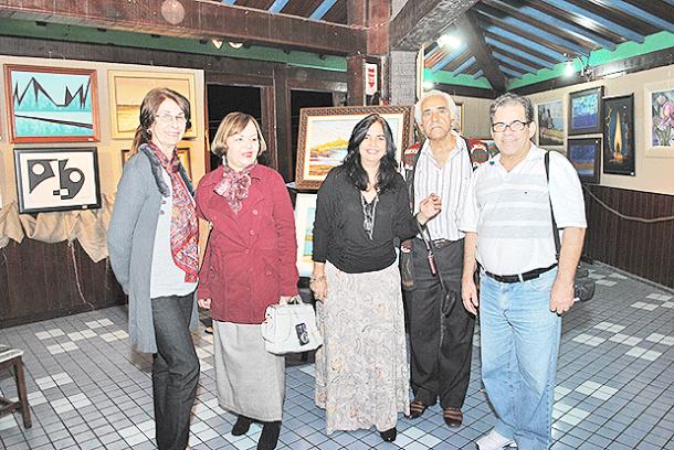 A presidente do CACS, Telma Cavalcanti, com convidados  e artistas da exposição