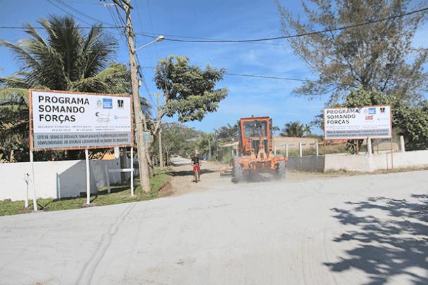 As máquinas já estão trabalhando no asfaltamento de Barra Nova (Foto: Edimilson Soares)