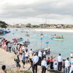 O Círio das Águas já é uma tradição na Festa de Nazareth, com a procissão de barcos levando a imagem da santa padroeira de Saquarema (Foto: Paulo Lulo)