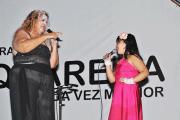 Shows de artistas locais animaram a festa, como Sarita e Mirella, mãe  e filha, cantando juntas (Foto: Agnelo Quintela)