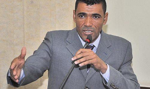 Vereador Kilinho homenageia servidores da Câmara Municipal