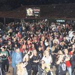 Amigos, roqueiros e motociclistas comemoram com o ídolo do rock (Foto: Samsara Medeiros)