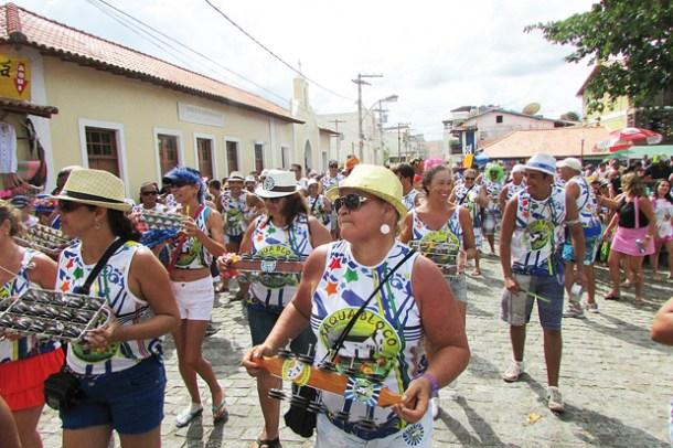 O Saquabloco com mulheres na sua poderosa bateria (Foto: Paulo Lulo)