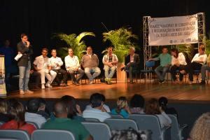 O secretário estadual do Ambiente, Carlos Portinho,  com representantes dos municípios e autoridades da região,  na apresentação dos Planos Municipais da Mata Atlântica. (Foto: ASCOM Iguaba Grande )