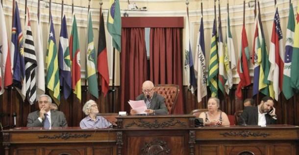A posse solene foi na Câmara Municipal de Vereadores de Niterói e homenageou o ex-deputado Afonsinho. Página 8
