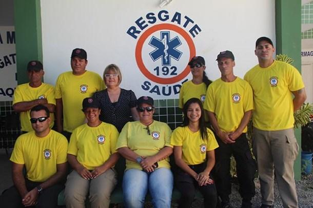 A secretária Ana Cristina com parte da equipe de funcionários, além do coordenador Alexandre, subcoordenadora Rosane e instrutor Marquinho (Foto: Edimilson Soares)