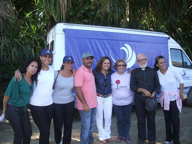 A prefeita Franciane Motta fez questão de participar da caminhada feita na Serra do Mato Grosso, na microbacia do Rio Roncador ( Divulgação/Águas de Juturnaíba)