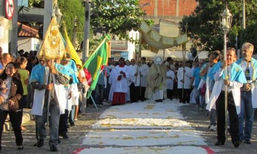Festas religiosas mobilizam a população