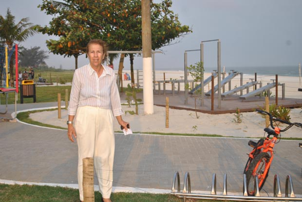 A vereadora Taeta tem sido a principal defensora do bairro de Itaúna. Filha de uma tradicional família de pescadores, Taeta luta pela qualidade de vida local