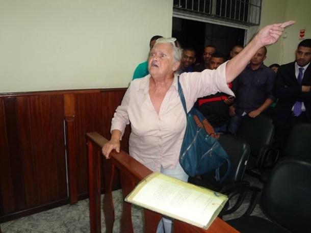 Indignada, essa senhora manifestou sua revolta contra o vereador Chico Peres na Câmara Municipal (Edimilson Soares)