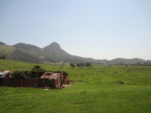 """O pico do Catimbau Pequeno, em Rio Bonito, visto da Fazenda dos Portella. """"Catimbau"""" quer dizer feitiçaria rápida, onde os quilombolas praticavam a religião dos seus ancestrais"""