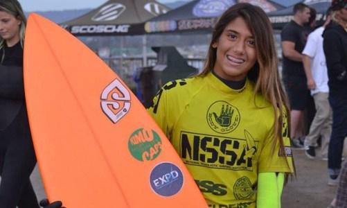 Carol Bonelli vivendo a vida sobre as ondas