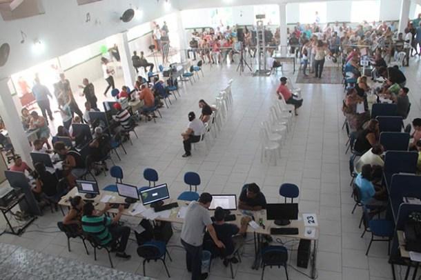 O Saquarema Futebol Clube ficou lotado durante os dias do mutirão, que foi além do horário previsto para atender a todo mundo na busca de melhores condições de pagamento (Edimilson Soares)