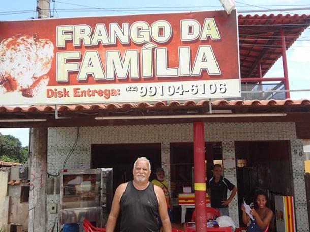 Feliz com o sucesso do empreendimento, Luiz inova no tempero do frango e no sistema de venda e revenda (fotos: Edimilson Soares)