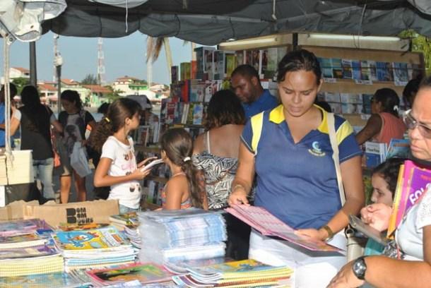 A feira fica na Praça do Canhão até o dia 29 de janeiro, com preços a partir de R$ 5,00 (Agnelo Quintela)
