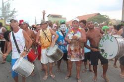 Em Barra Nova, o bloco Bate Mal animou moradores e veranistas (Edimilson Soares)