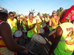 O Bloco da Raposa esquentando no Bar do Arlindo, na Av. Litorânea (Edimilson Soares)