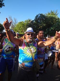 A bateria do Rama animou a segunda-feira de carnaval