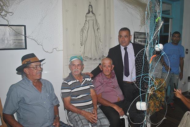 Os pescadores Clarinho, João de Deus e Anolpho, com o vereador Matheus da Colônia (Foto: Agnelo Quintela)