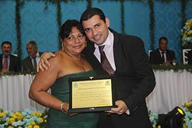 Sandra dos Santos com o vereador Roger Gomes