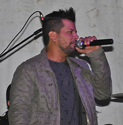 Em Sampaio Corrêa, no dia 1° de maio, o show do cantor sertanejo Junior Antunes e banda embalou os moradores da Baziléia