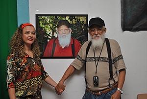 A fotógrafa Michele Maria e seu fotografado, o jornalista Edimilson Soares, editor do jornal O Saquá (Foto: Agnelo Quintela)