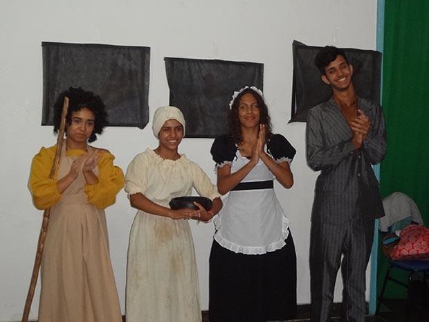 Negras, uma esquete do Grupo Gente de Teatro, de Raphael Tavares (Foto: Edimilson Soares)