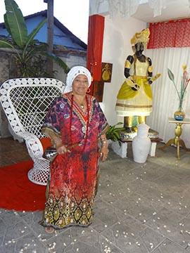 Dolores de Xangô, em seu terreiro no Areal