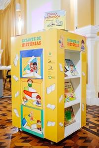 Águas de Juturnaíba doa livros infantis