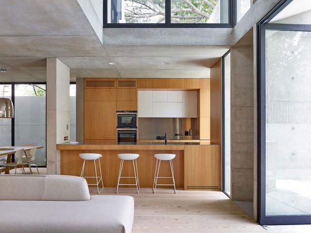 Кухнята на една модерна бетонна къща в Австралия