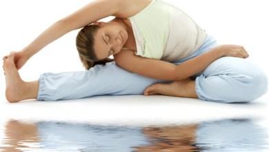 Йога упражнения за стягане от инструктора Джесика Оли