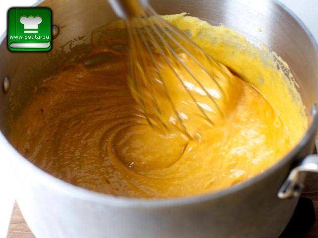 Френска селска торта - Френска селска торта - разтапяме меда, захарта и маслото