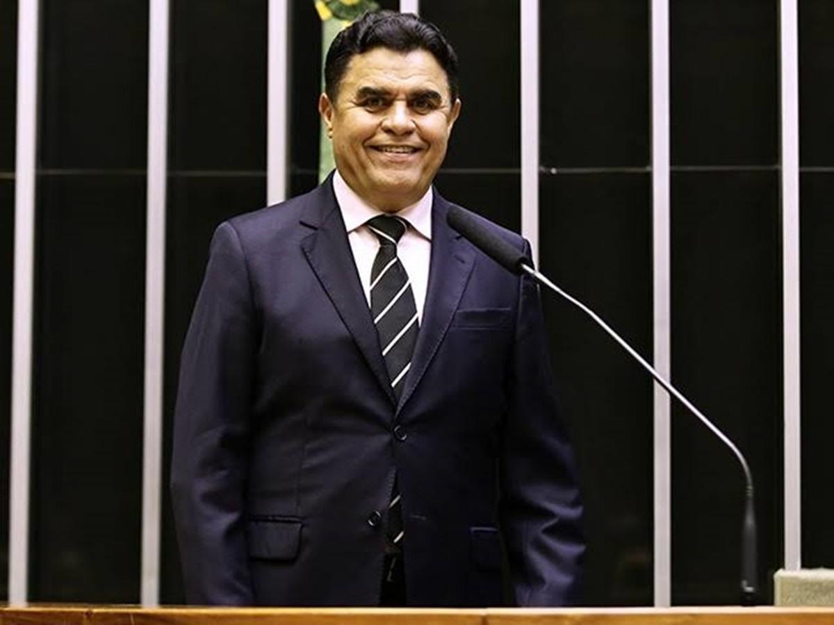 Wilson Santiago - Santiago prevê que reeleição acabará, esticando-se mandato para 5 anos