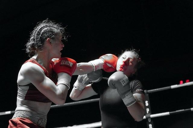 Oshin Derieuw wint met TKO van Tatunashvili
