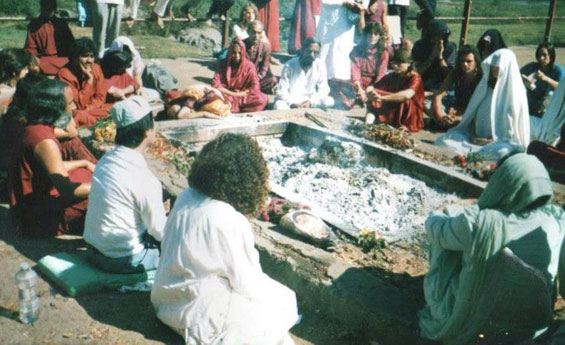 Osho's-ashes---20th-January-1990-early-morning-sunyam-deretta