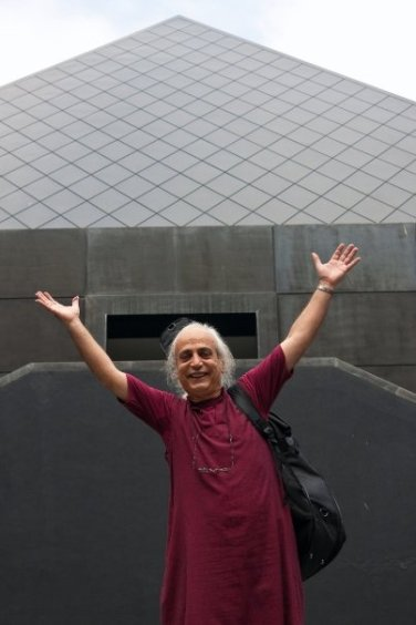 Prakash in front of pyramid 2