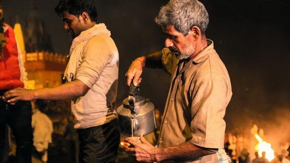 _75762765_varanasi-burning-ghat
