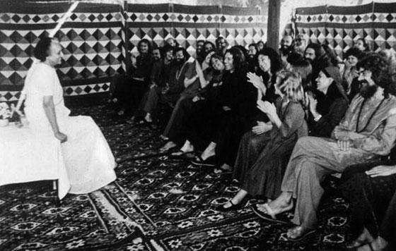 Sannyasins Theatre Group meets Indira Gandhi