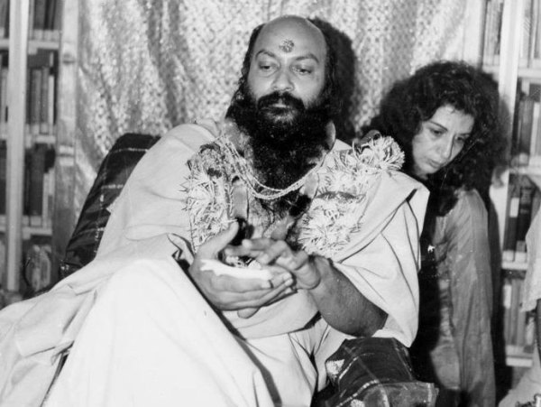 180-osho-with-mukta
